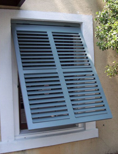 Savannah shutters savannah ga wood shutters for Exterior louvered window shutters